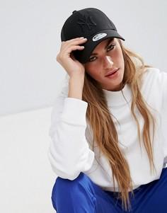 Черная кепка из дышащей ткани с сетчатой вставкой New Era 9Forty - Черный