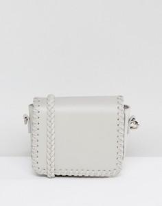 Серая сумка через плечо с откидным клапаном и строчкой Glamorous - Серый