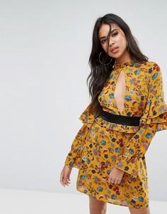 Платье с оборками и вырезом капелькой Boohoo - Мульти
