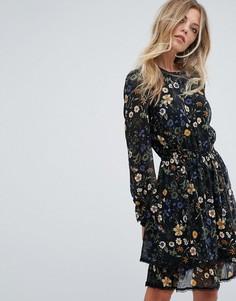Платье с цветочным принтом Y.A.S - Черный