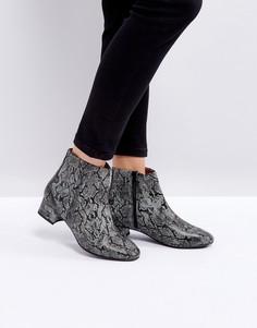Ботинки с эффектом змеиной кожи Selected - Черный