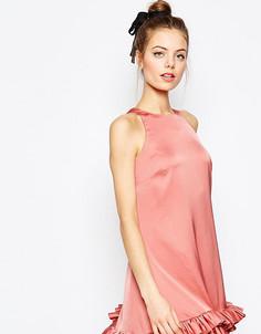 Цельнокройное платье мини с оборкой ASOS PETITE - Розовый