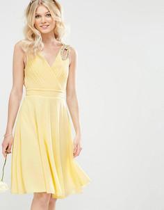 Платье миди для выпускного с декорированными плечиками TFNC Petite WEDDING - Желтый
