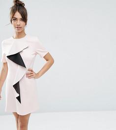 Цельнокройное платье с оборкой ASOS PETITE - Розовый