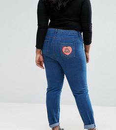 Джинсы в винтажном стиле с вышивкой на заднем кармане Daisy Street Plus - Синий