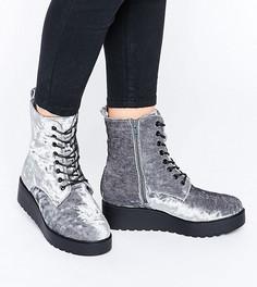 Бархатные байкерские ботинки для широкой стопы на шнуровке New Look - Серый