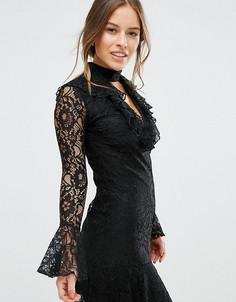 Кружевное короткое приталенное платье с оборкой на кромке John Zack Petite - Черный