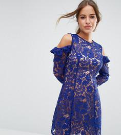 Кружевное цельнокройное платье с вырезами на плечах ASOS PETITE - Синий