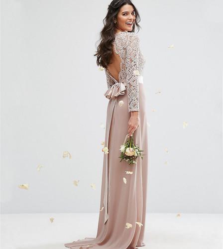 Кружевное платье макси с бантом сзади TFNC WEDDING - Розовый