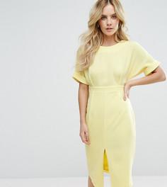 Строгое тканое платье с V-образным вырезом на спине и разрезом ASOS PETITE - Желтый