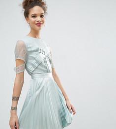 Атласное плиссированное платье мини с кружевной отделкой и вырезами на рукавах ASOS PETITE - Синий