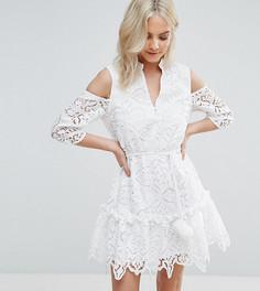 Кружевное платье с открытыми плечами и помпонами на поясе ASOS PETITE - Белый