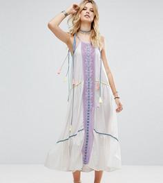 Платье макси с симметричной вышивкой и кисточками на завязках White Cove Tall - Мульти
