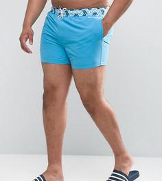 Короткие шорты для плавания с принтом на поясе ASOS PLUS - Синий
