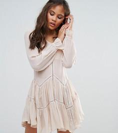 Свободное платье с оборкой по краю Glamorous Tall - Кремовый