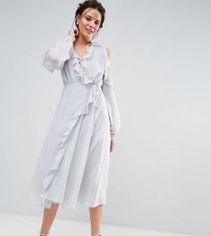 Короткое приталенное платье с вырезами на плечах и рюшами True Decadence Tall - Серый