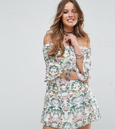 Короткое приталенное платье с принтом, открытыми плечами и рукавами клеш Glamorous Petite - Мульти
