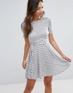 Трикотажное платье в полоску Glamorous - Серый