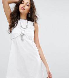 Цельнокройное платье с вышивкой ришелье на бралетте Missguided - Белый