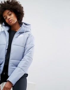 Короткая дутая куртка с названием бренда на поясе Nike - Серый