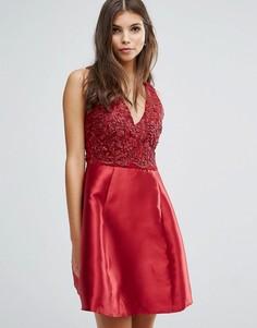 Короткое приталенное платье с декоративной отделкой AX Paris - Красный