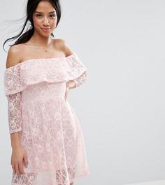 Платье с длинными рукавами, открытыми плечами и оборками ASOS PETITE - Розовый