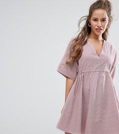 Свободное платье с V-образными вырезами и поясом ASOS PETITE - Розовый