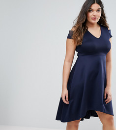Короткое приталенное платье с открытыми плечами Boohoo Plus - Темно-синий