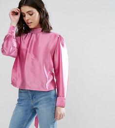 Блузка в стиле 80-х с разрезом на спине и высоким воротом ASOS PETITE - Розовый
