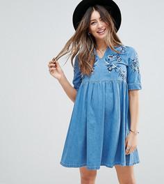 Синее свободное джинсовое платье с вышивкой ASOS MATERNITY - Синий