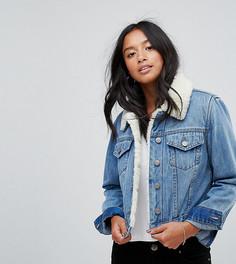 Синяя джинсовая куртка с искусственным мехом ASOS PETITE Tammy - Синий