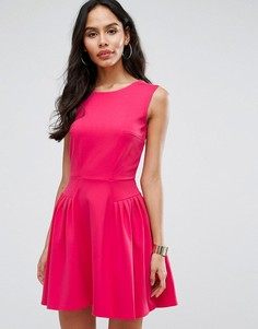 Короткое приталенное платье с мелкими складками Closet London - Розовый