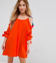 Сарафан с открытыми плечами и помпонами ASOS PETITE - Оранжевый