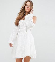 Короткое приталенное кружевное платье с открытыми плечами Glamorous Petite - Белый