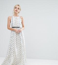 Платье макси с цветочным принтом и поясом True Decadence Petite - Мульти