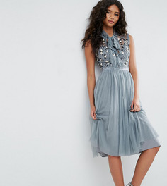 Платье с цветочным принтом на топе и завязка на шее Needle & Thread - Зеленый