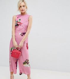 Комбинезон с крупным принтом роз ASOS PETITE - Розовый