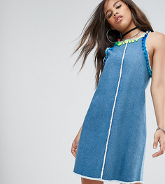 Джинсовое платье мини с отделкой помпонами Jaded London Tall - Синий