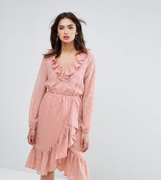 Платье в горошек с запахом и оборками Y.A.S Tall - Розовый