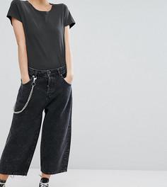 Черные укороченные джинсы карго с эффектом кислотной стирки и цепочкой ASOS PETITE - Черный