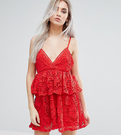 Кружевное платье на бретелях с баской Missguided Petite - Красный