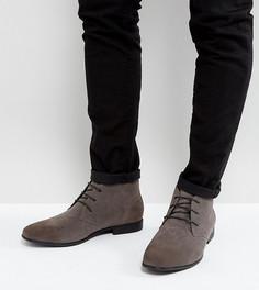 Серые ботинки чукка для широкой стопы из искусственной замши на шнуровке ASOS - Серый