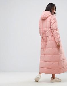 Длинная дутая куртка с капюшоном и корсетной вставкой на спине Ellesse - Розовый