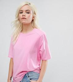 Свободная футболка с подплечниками ASOS PETITE - Розовый