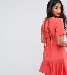 Чайное платье со шнуровкой на спине ASOS PETITE - Красный