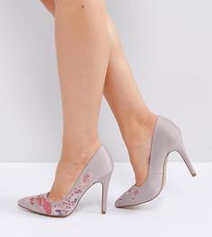 Остроносые туфли на каблуке для широкой стопы с вышивкой New Look - Серый