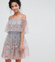 Платье мини с широким вырезом и двухслойной кружевной юбкой Chi Chi Petite - Синий
