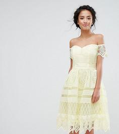 Платье миди из премиум-кружева с открытыми плечами Chi Chi Petite - Желтый