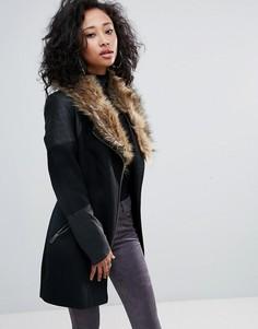 Пальто с асимметричной молнией и воротником из искусственного меха Urban Bliss - Черный