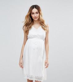 Короткое приталенное платье с ажурной отделкой Mamalicious - Белый Mama.Licious
